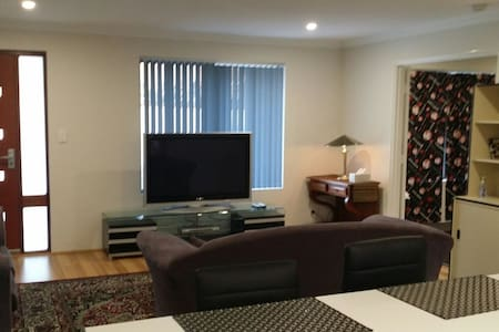 Apartment,Comfortable and Private - Bibra Lake - Apartment