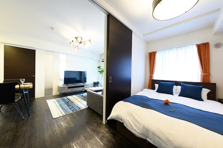 Bedroom is next to the living room  リビングの隣にベッドルームがあります♪