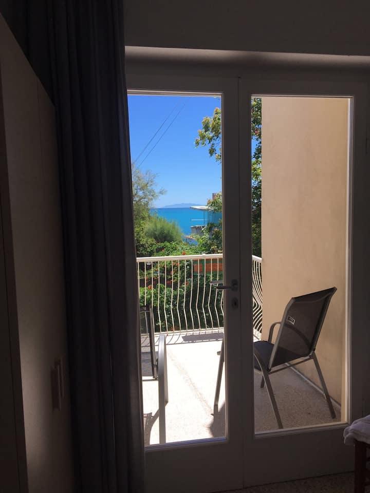 camera vista mare con balcone bagno condiviso