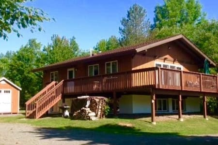 Beautiful Windham Chalet 2 minutes to Town
