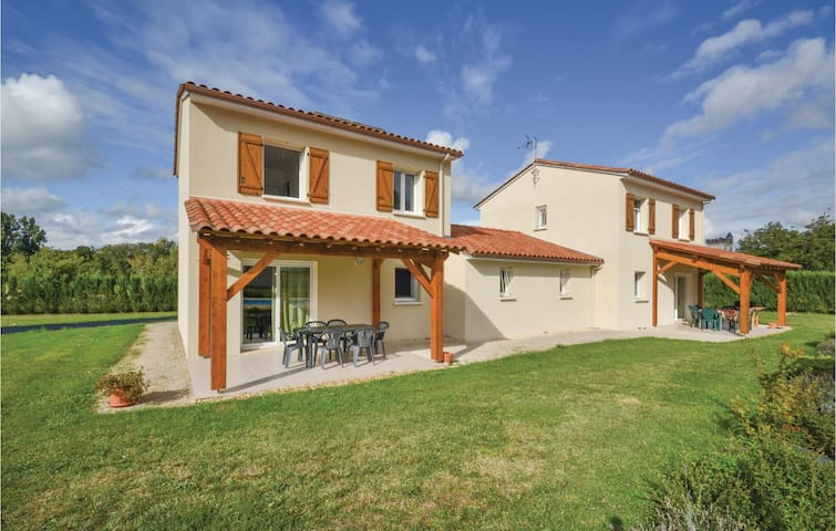 Semi-Detached with 3 bedrooms on 87 m² in Savignac-Les-Eglises