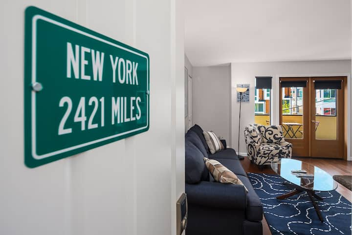 "Seattle Vacation Home: Thomas Lodge ""New York"" - renovated 2 bed/2 bath"