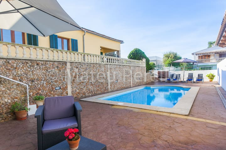 Lovely house with pool near the beach in Son Serra