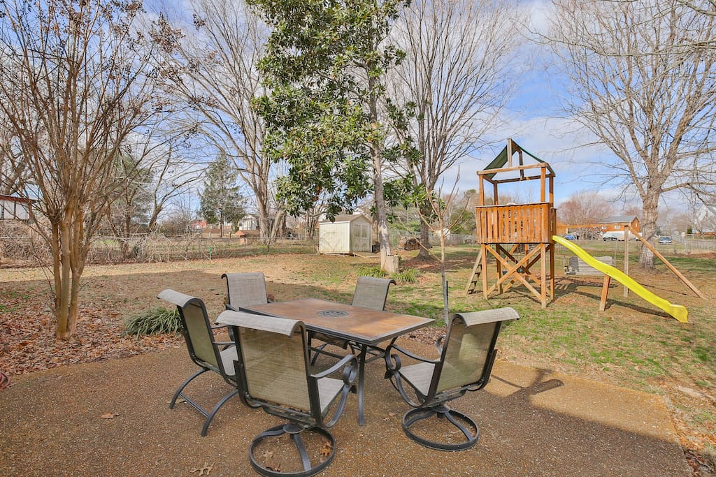 The fenced-in yard and the 5-person patio table