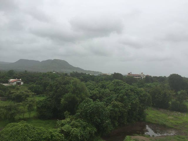Full apartment, Mountain view from rooms - Alibag - Apartment
