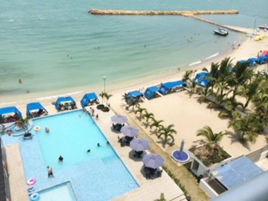 Playa y área de piscina
