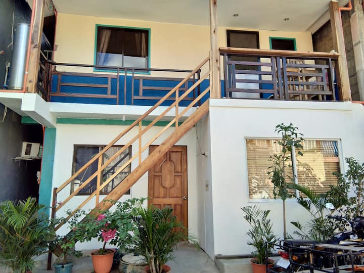 Room for 2 El Nido Center - 2 single beds - Aircon