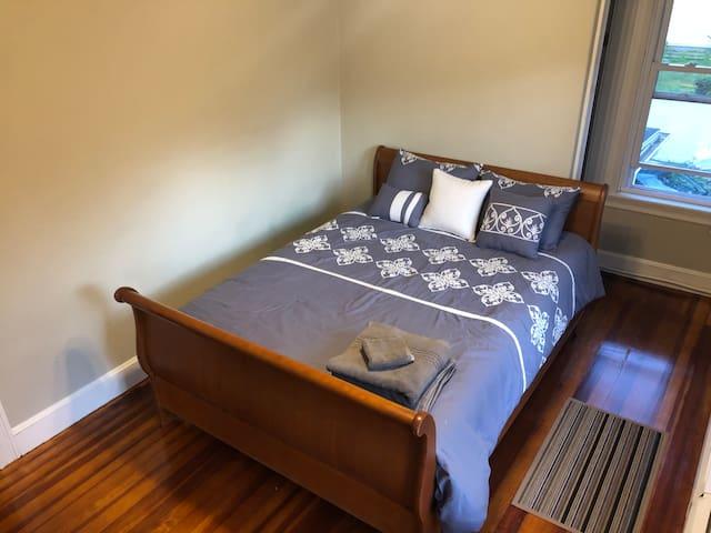 Sunny Room Good Vibes 1