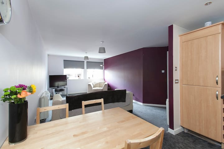 2 bed flat in the amazing Shore area of Leith - Edinburgh - Wohnung