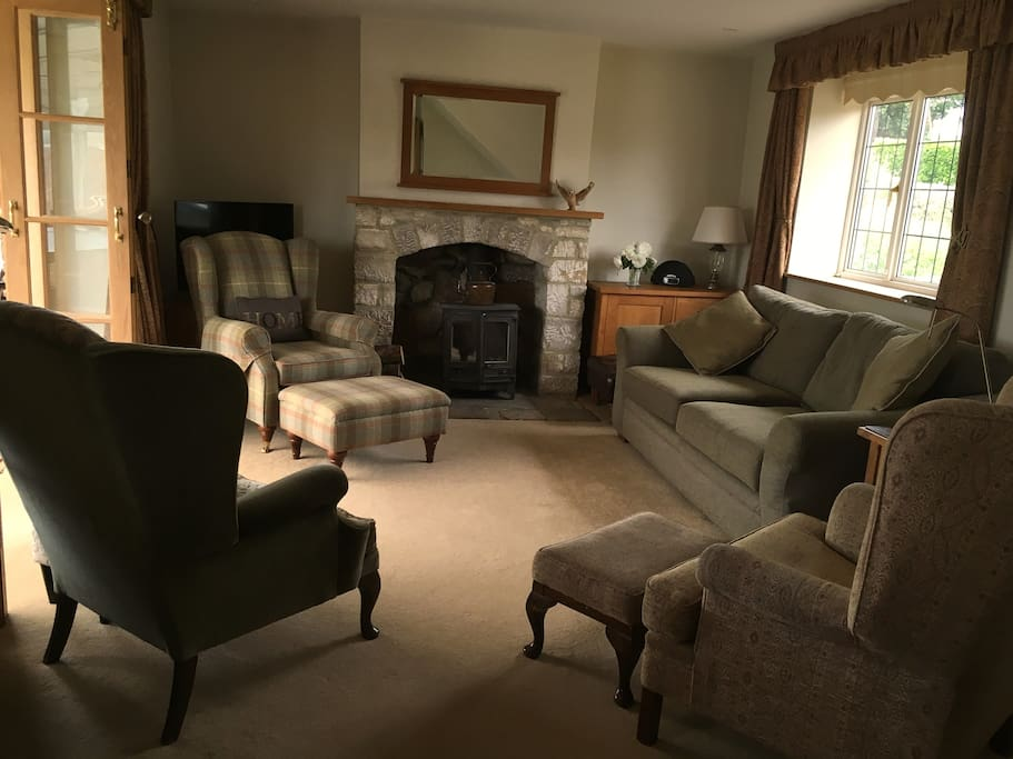 Luxurious lounge with full WiFi access, Smart TV and comfortable seating for six.