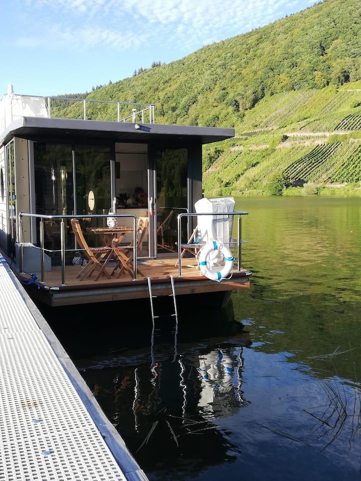 Traumhafte Übernachtung auf dem Hausboot
