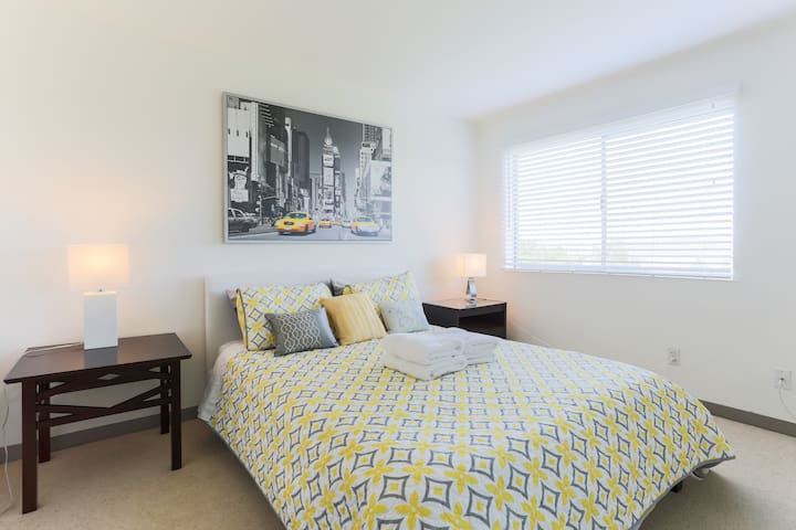 Bright 2BD/2BA with Sausalito Water View - Sausalito - Apartment