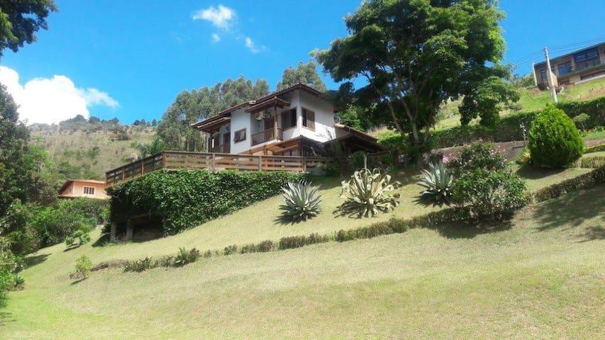 Linda casa em Itaipava. - Petrópolis