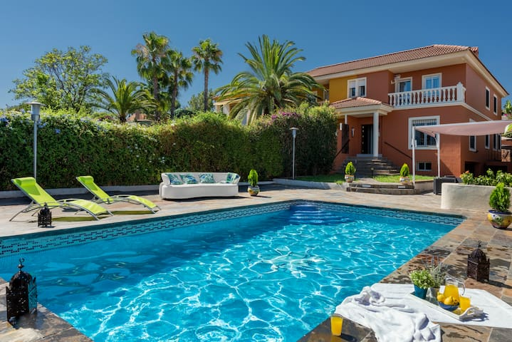 Luxury Villa with private pool - 5km Seville