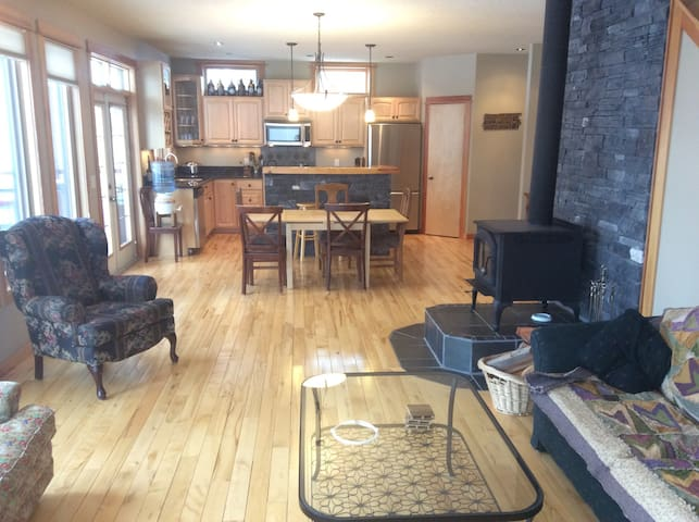 Chalet Style Home - Invermere - Huis
