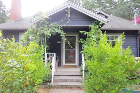Mt. Tabor Bungalow - Portland - House