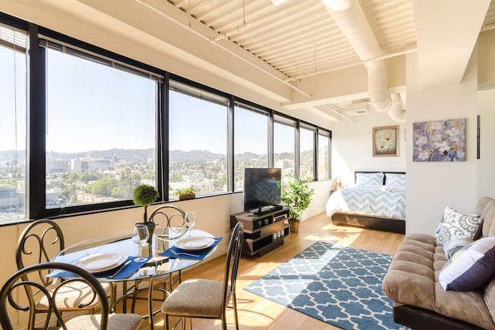 LUX Hollywood Apt w/ A+ Views - Los Angeles - Pis