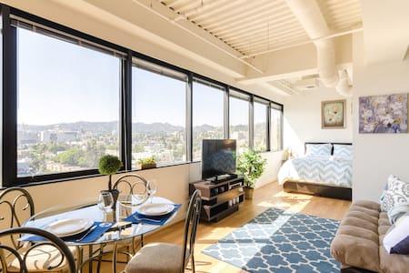 LUX Hollywood Apt w/ A+ Views - 洛杉矶 - 公寓