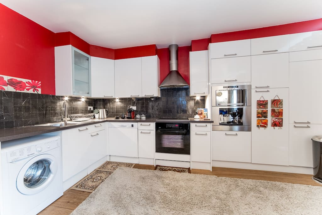 Kitchen, fully equipped. Coffee machine, juice maker and etc..