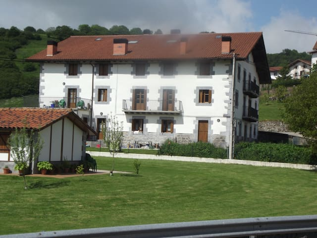 Casa en plena naturaleza - Uitzi - Hus
