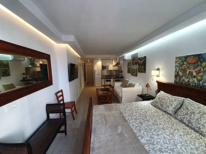Modern and complete studio in very central area!