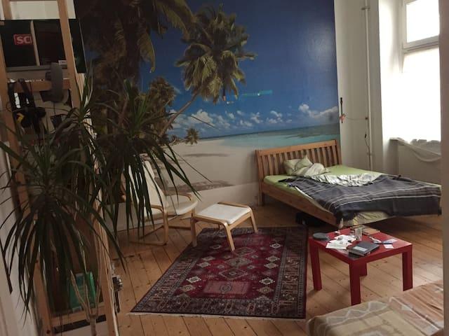 nice big room next to Ostkreuz