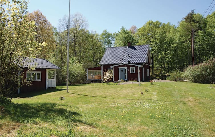 Holiday cottage with 3 bedrooms on 91 m² in Olofström