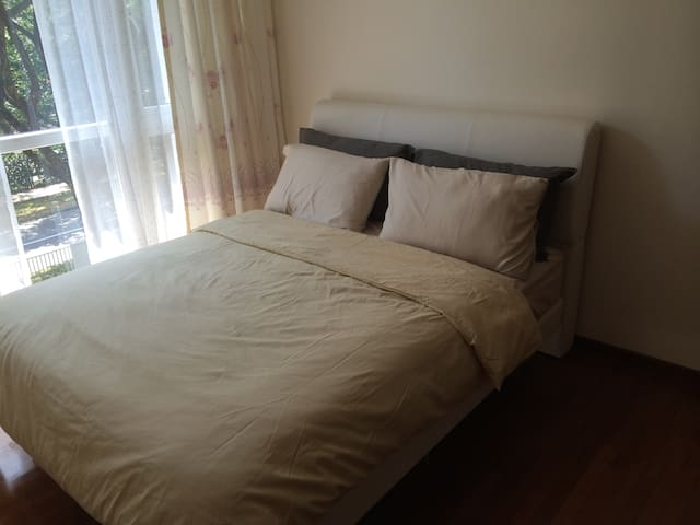 Ensuite room, pool, near airport, expo and sutd.