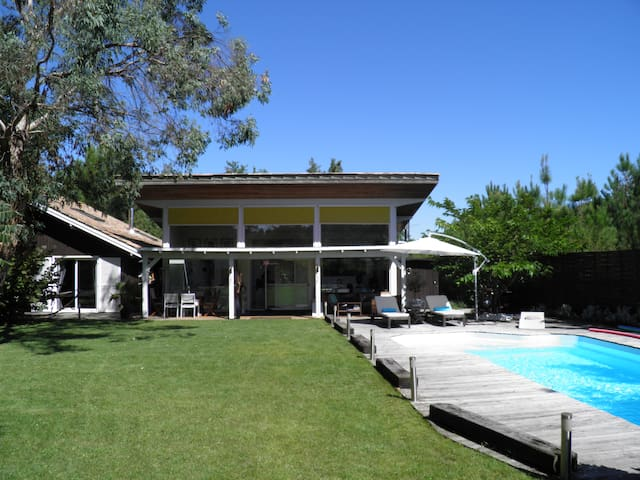Architect house, Beautiful swimming pool - Le Porge - House