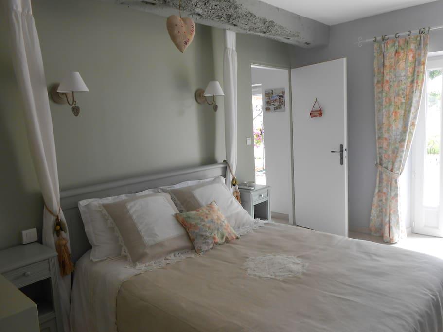 chambre d 39 h tes bergerac petit d j bed breakfasts zur miete in cours de pile aquitanien. Black Bedroom Furniture Sets. Home Design Ideas