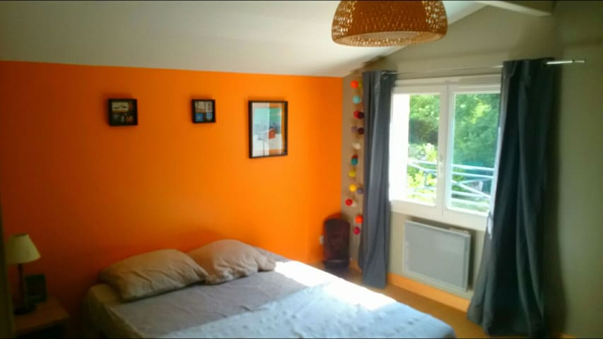 "The ""Orange Room"" AirBnb with swimming pool ! - Montarnaud - House"