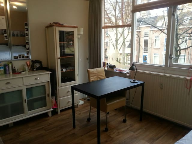 Nice room 20m2 with canal view in city center