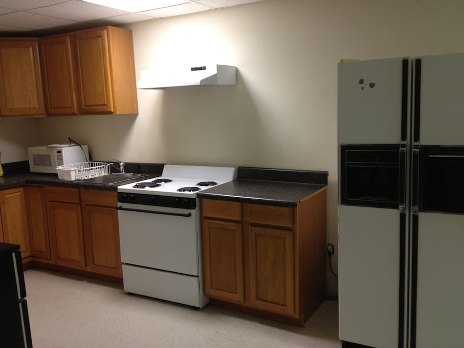 Fully equipped kitchen with microwave, toaster, pots/pans, dishes/cutlery (shared)