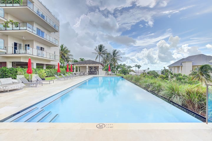 Bright & airy luxury condo near Atlantis & beach