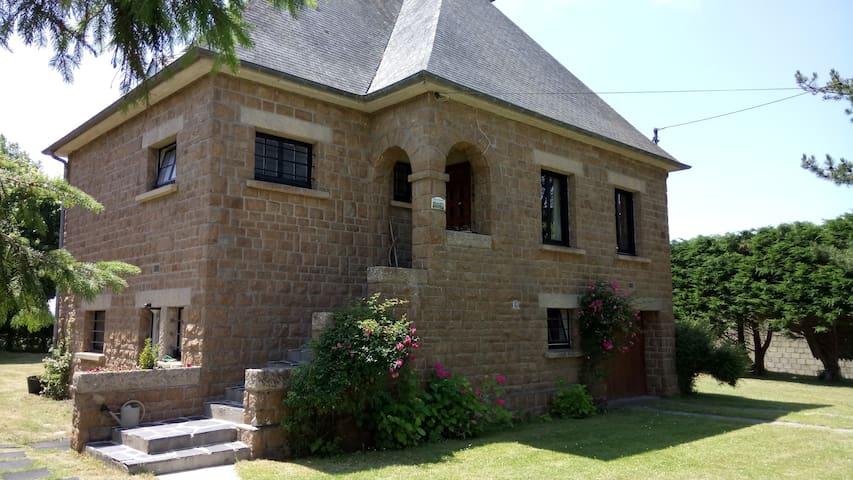 Genets Baie du Mt St Michel Maison