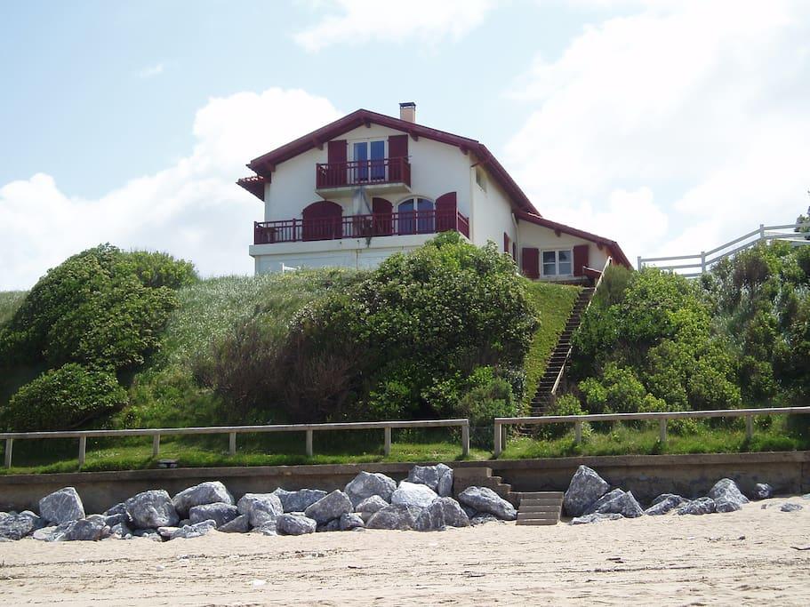 vue de la villa depuis la plage