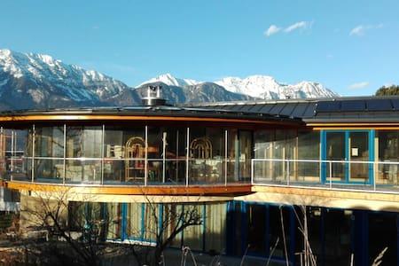 Sehr schöne neue Ferienwohnung über Innsbruck - Innsbruck - Aldrans - Apartament