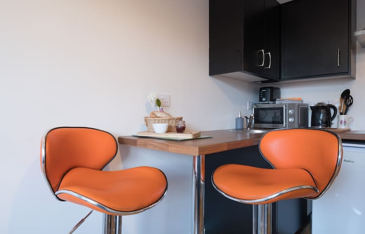 Warm, bright, private apartment, Salthill, Galway.