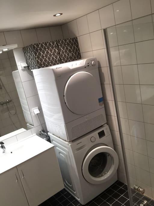 Bad med vaskemaskin og tørketrommel