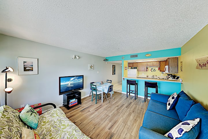 Beachy Port Aransas Condo with Boardwalk Access