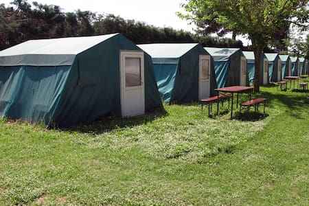 Room type: Private room Property type: Tent Accommodates: 4 Bedrooms: 1 Bathrooms: 0