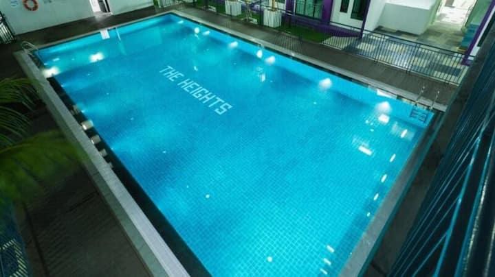 Large Swimming Pool Luxury Condo Mountain View