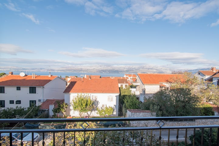 Apartment Mirjana- Two Bedroom Apartment with Balconies and Sea View