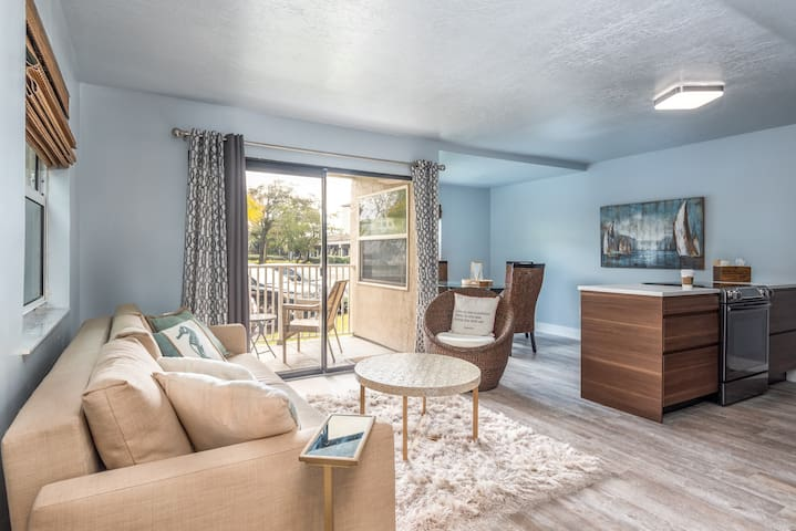 One Bedroom Condo just 1.78 Miles to the Ocean