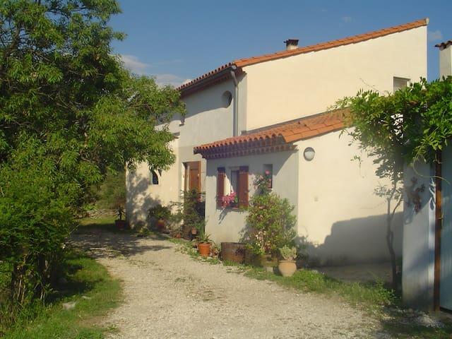 Entre vignes, garrigue et rivières - Brissac - House