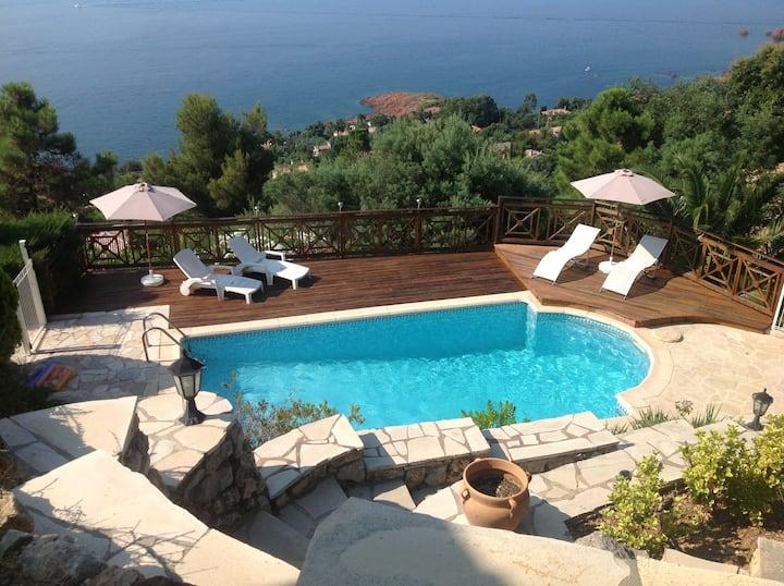Villa piscine et vue mer exceptionnelle à 180°