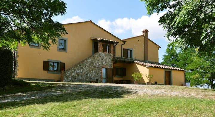 20 BEDS COUNTRY HOUSE WITH SWIMMING POOL & GARDEN