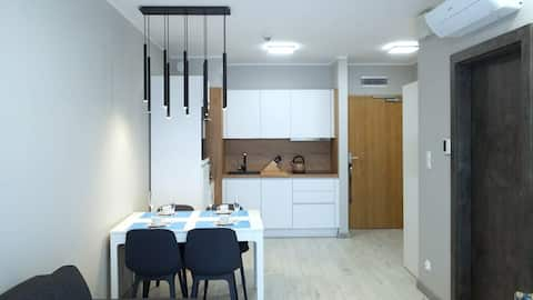*Private+ Apartment,A/C,Kitchen,Garage,near beach