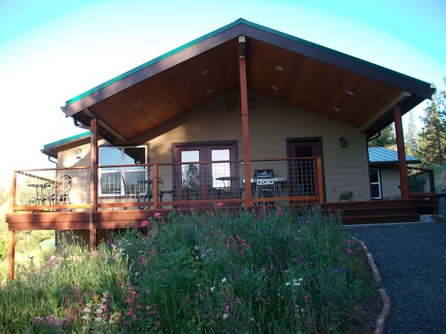 Entire house, large groups, 300 acres by Yosemite