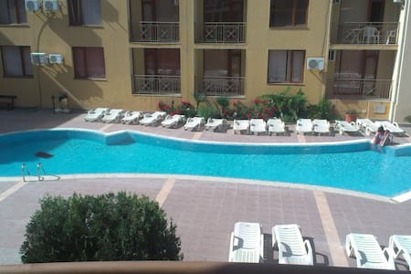 Квартира с видом на бассейн - Apartment